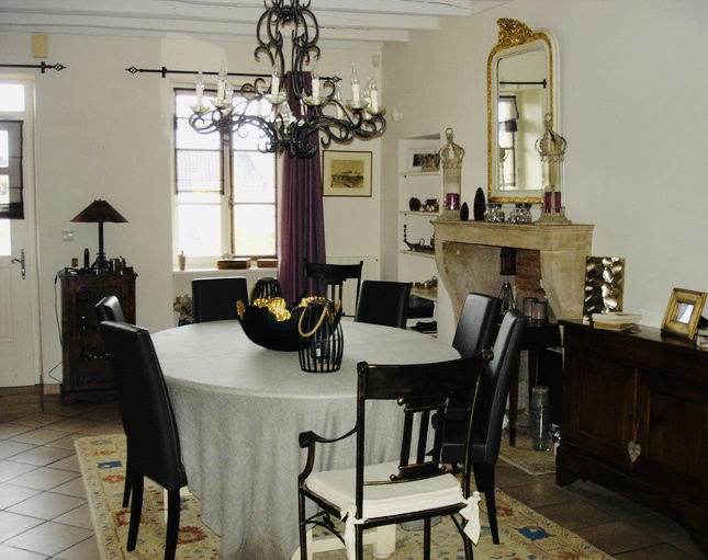 vente maison de famille en pierres avec piscine. Black Bedroom Furniture Sets. Home Design Ideas